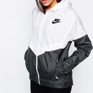 Nike small windbreaker jacket